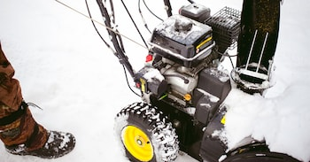 Starting a Gas Snow Blower - Cold or Warm